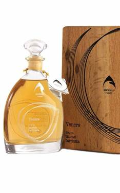 Picture of GRAPPA VENERE BARRICATA TAURASI  IN CASSETTA LEGNO 70CL