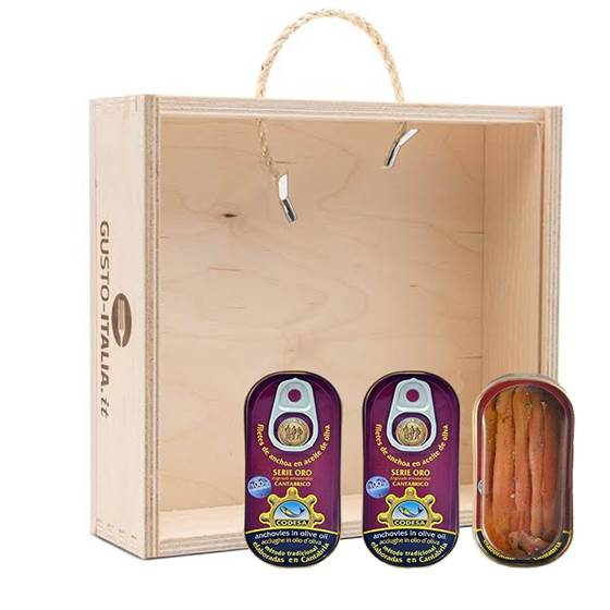 Picture of 12x sardines of the Cantabrico sea , 50gr gold series Codesa in wooden box.